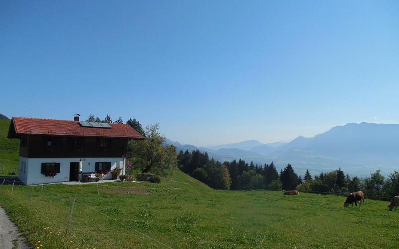 Halbes Wochenendhaus mieten in wunderschöner sonniger Alleinlage im Inntal als Zweitwohnsitz – Nähe Oberaudorf