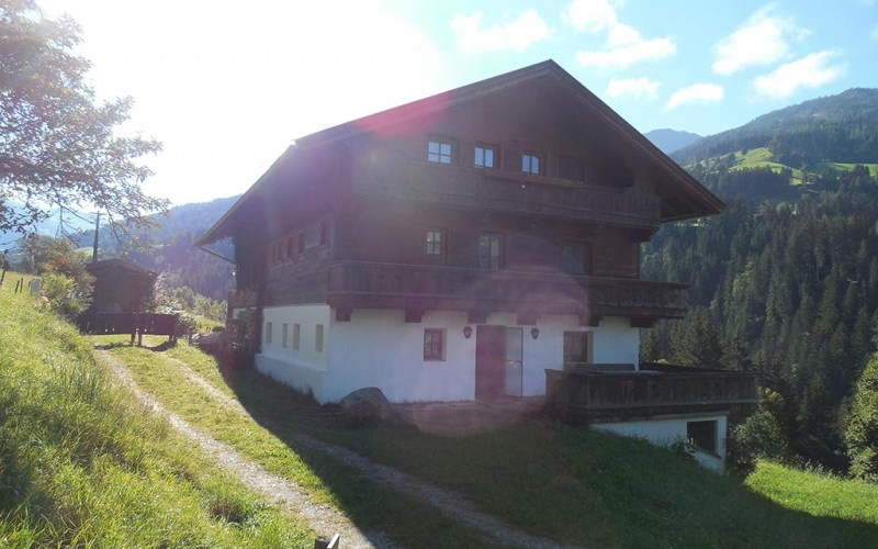 bauernhaus-pachten-alpbachtal-ansicht