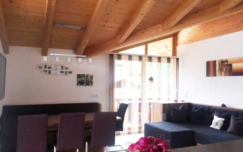 ferienwohnung-mieten-skigebiet-fuegen-couch