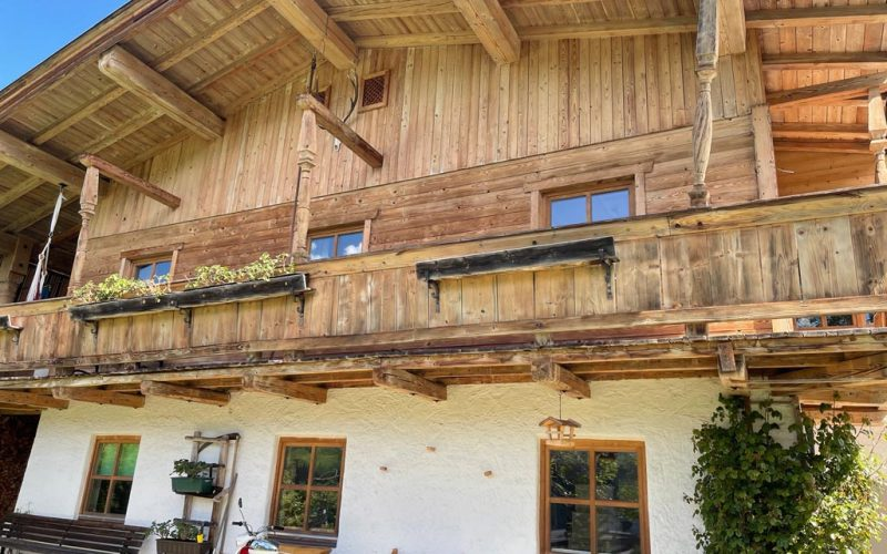 ferienwohnung-langfristig-mieten-st-johann-balkon
